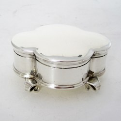 Edwardian Elkington & Co Oval Silver Jewellery Box with a Hinged Lid