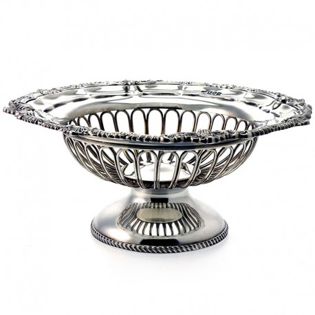 Very Good Quality Circular Antique Silver Pedestal Dish by George Howson (c.1911)