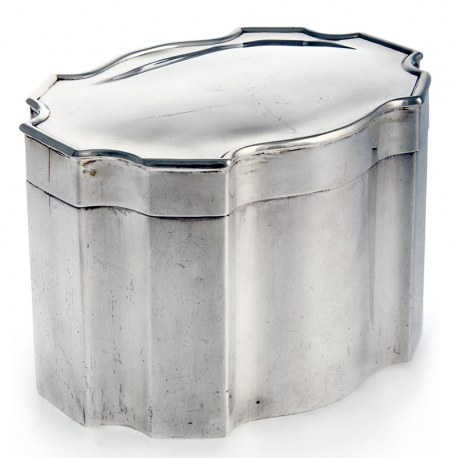 Antique Plain Silver Box with Eight Concave Curves and Hinged Lid (1910)