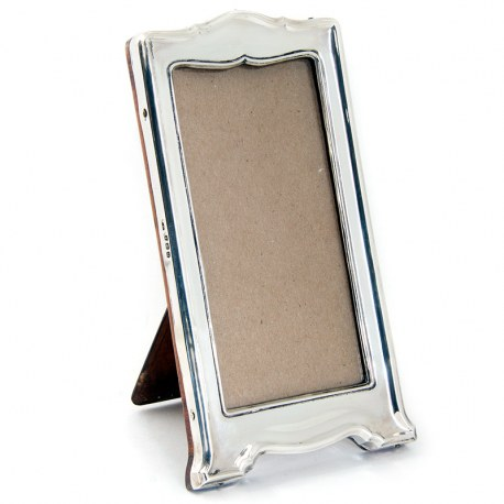 Slim Rectangular Plain Silver Photo Frame with a Shaped Top and Base (1913)