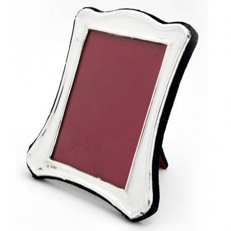 Edwardian Silver Picture Frame with a Plain Shaped and Curved Border (1900)