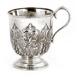 Edwardian Silver Scroll Handle Christening Mug Decorated with Scrolls and Acanthus Leaves