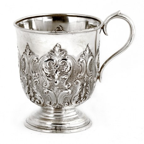 Edwardian Silver Scroll Handle Christening Mug Decorated with Scrolls and Acanthus Leaves (1907)
