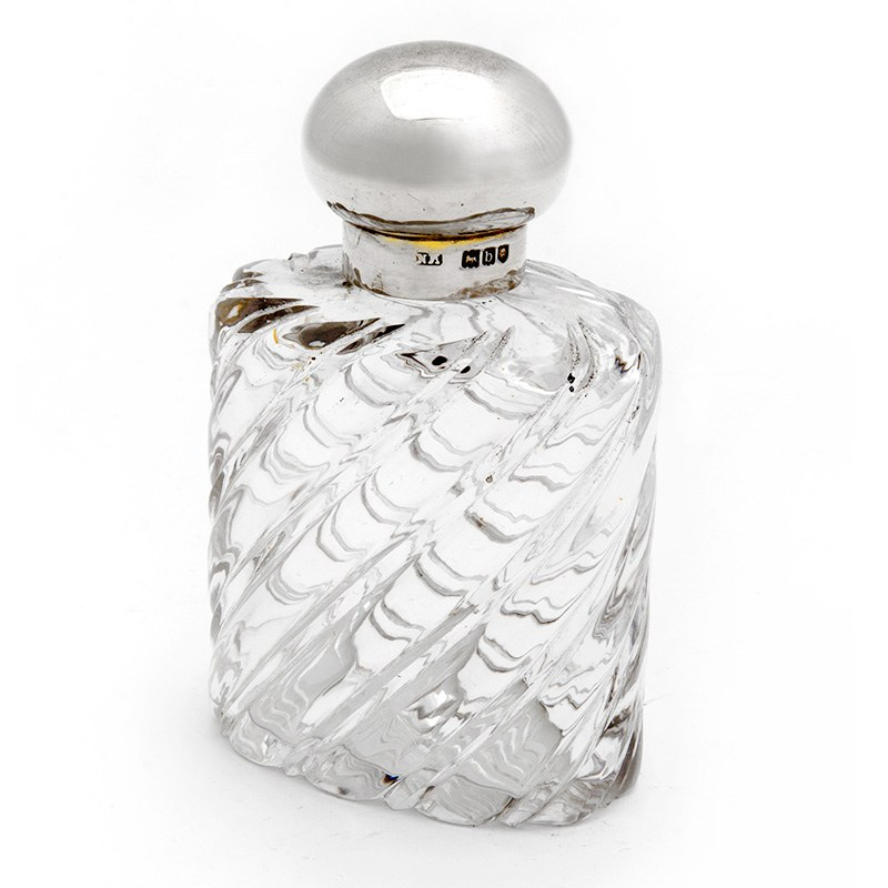 Silver Topped Oval Swirl Glass Scent Bottle With A Bun