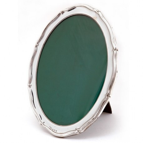 Antique Oval Silver Photo or Picture Frame with a Chippendale Border (1913)