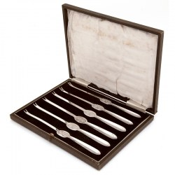 Boxed Set of Six Silver Plated Lobster Picks with an Engraved Lobster Motif (c.1940)