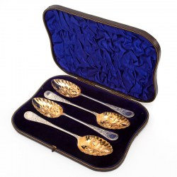 Boxed Set of Four Good Quality Edwardian Venetian Pattern Silver Berry Spoons